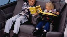 Ребенок на детском сидении авто