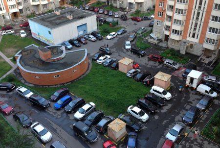 Парковка во дворе жилого дома