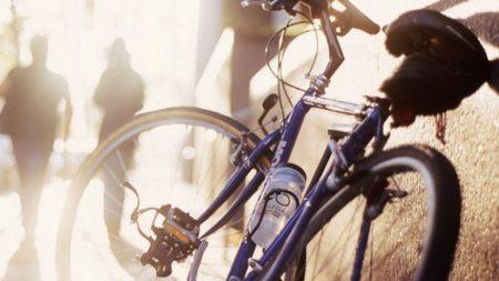 Украли велосипед из подъезда
