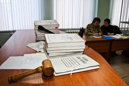 Дела на столе у судьи