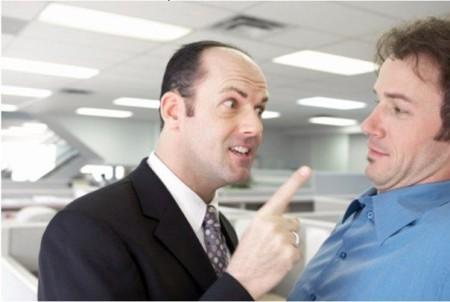 Два человека спорят
