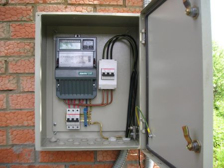 Установка электросчетчика в частном доме